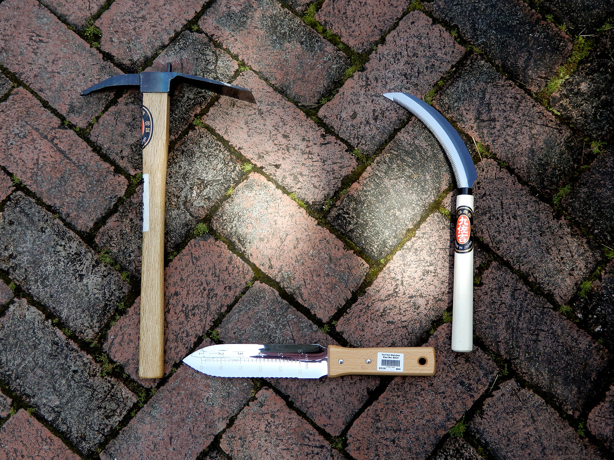 Japanese-hoe-sickle-hori-hori - Photo by Helen Krayenhoff